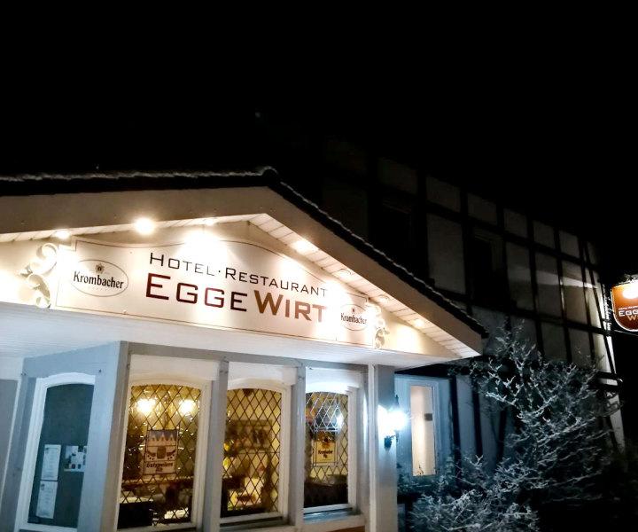 Hotel Restaurant Egge Wirt Außenansicht bei Nacht